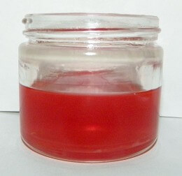 St. John's Wort (Hypericum perforatum) in Apricot oil, Vitamin E, and 100 % pure lavender essential oil.
